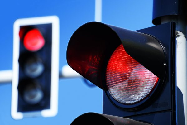 Штраф за проезд на красный: когда можно лишиться прав