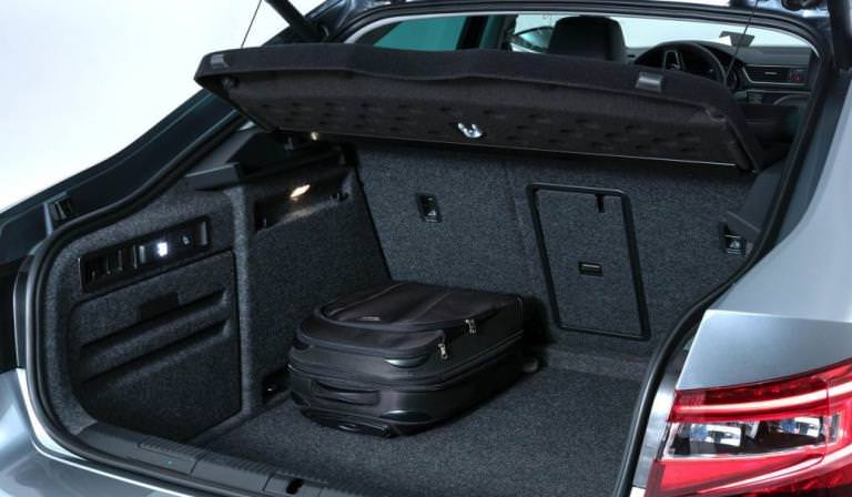 Обязан ли водитель открывать багажник