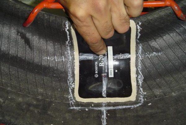 Три действенных способа, как легко починить бескамерную шину своими руками