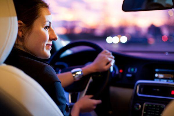 Почему летом открытое окно в машине – не конкурент кондиционеру