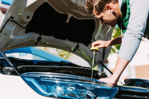 Замена моторного масла в двигателе: типичные ошибки водителей