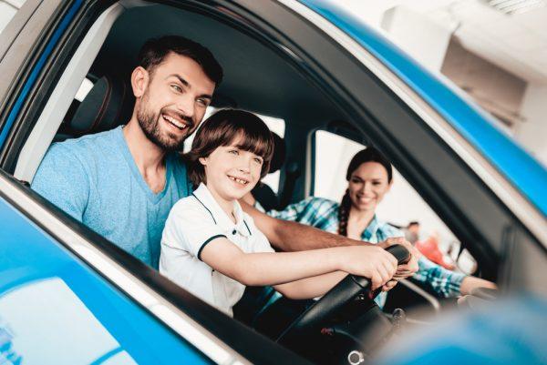 Оформление машины на несовершеннолетнего либо человека, не имеющего прав