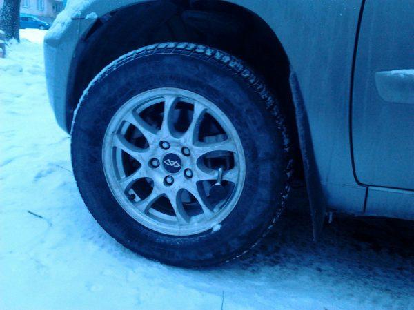 Как мошенники разводят автомобилистов, блокируя колеса