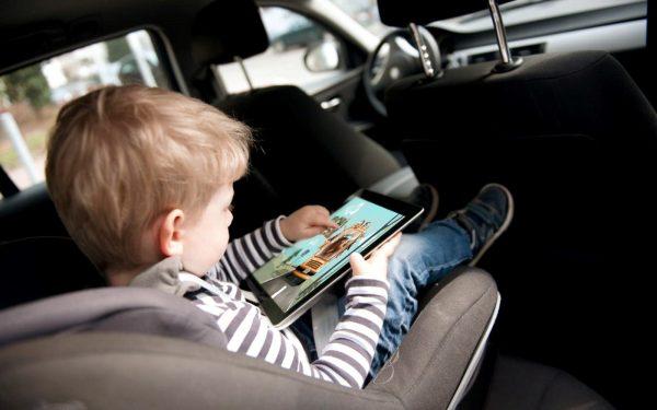 Водителей с детьми могут обязать ездить на 20 км/час медленнее остальных участников дорожного движения