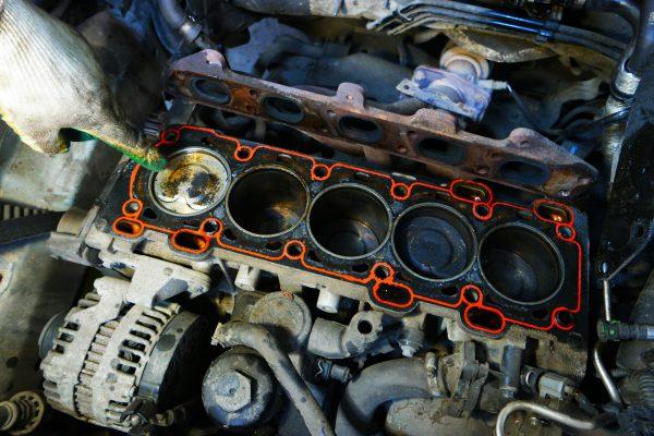 Попадание антифриза в масло двигателя: причины, последствия, как определить