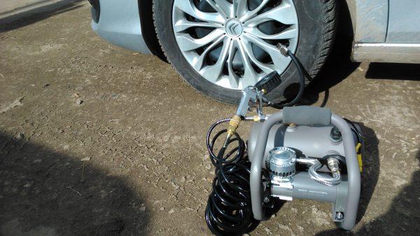 Качаем колеса автомобиля: классические и странные способы