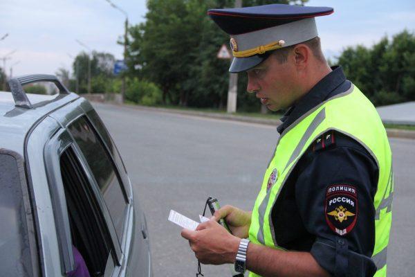 Имеют ли представители ГИБДД право изымать удостоверение водителя здесь и сейчас