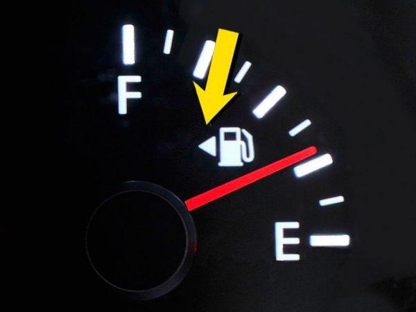 Почему горловина бензобака в авто располагается то слева, то справа