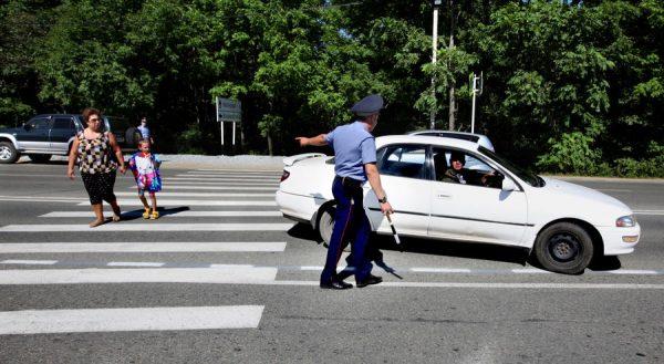 Проезд нерегулируемых пешеходных переходов — какие правила при этом необходимо соблюдать