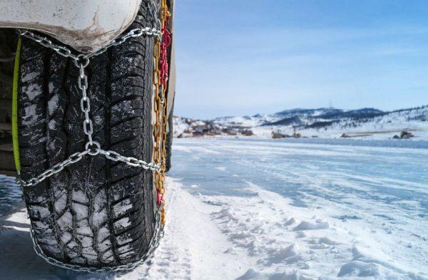 Лед и снег: как улучшить сцепление колес с дорогой и выбраться из сугроба