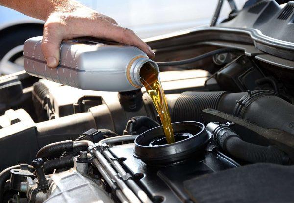Ставим точку в споре, какое масло лучше заливать – синтетику или полусинтетику