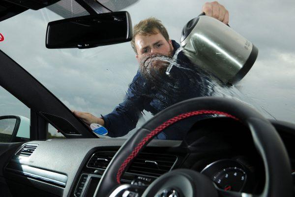 Замерзают дворники на машине: что делать и чем обрабатывать нельзя
