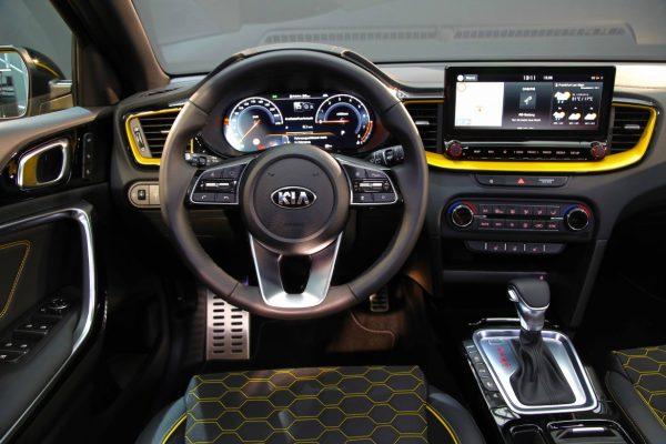 Старт продаж нового кроссовера XCeed от Kia: характеристики и фото