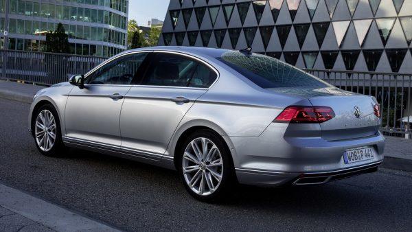 Что лучше VW Passat после рестайлинга или Toyota Camry 2020 года