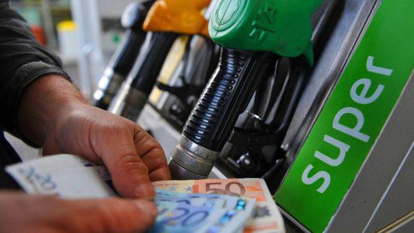 Недолив бензина на АЗС начнут строго наказывать: как и куда жаловаться