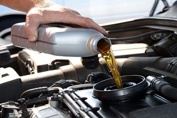 Два способа, как быстро убрать лишнее масло при переливе