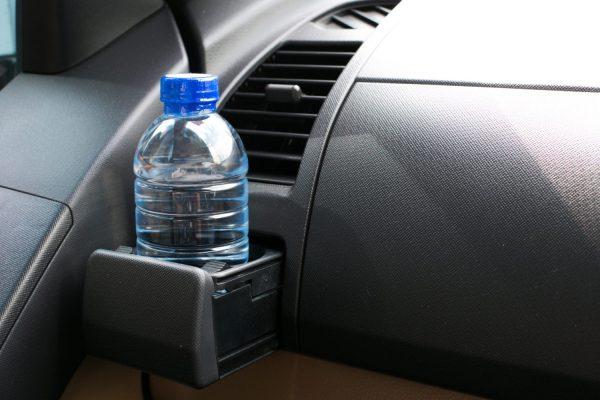 Показываем, какие предметы не стоит оставлять летом в авто и почему