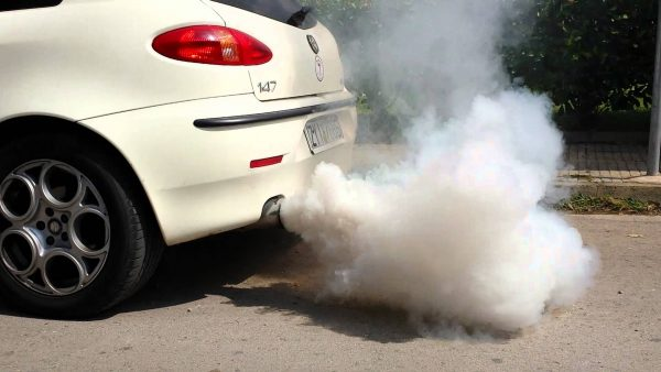 Как определить состояние мотора по дыму из трубы и свечам