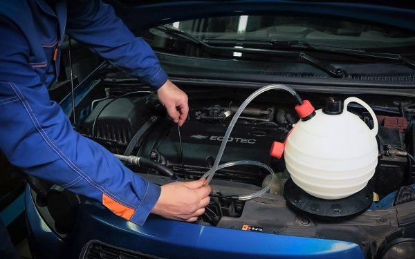 5 популярных способов замены масла в авто и их недостатки